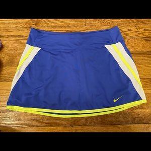 Women's medium Nike drifit tennis skort